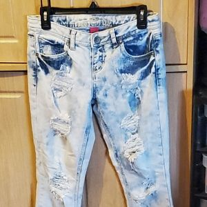 """Ladies """"Almost Famous"""" Jeans Size 7"""